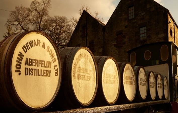 Whisky Distillery Connoisseur Tour Suitable over 18 Years + Perthshire Image 4