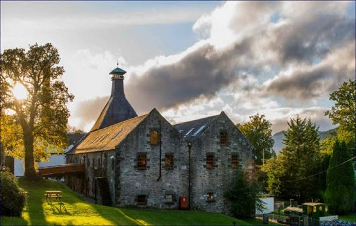Whisky Distillery Connoisseur Tour Suitable over 18 Years + Perthshire Image 3