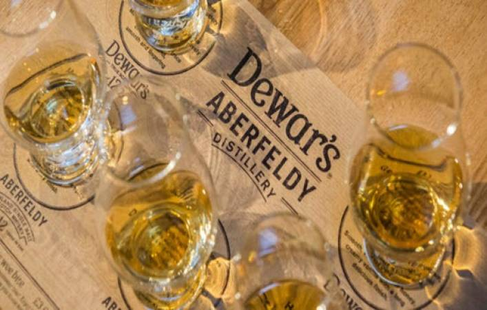 Whisky Distillery Connoisseur Tour Suitable over 18 Years + Perthshire Image 1