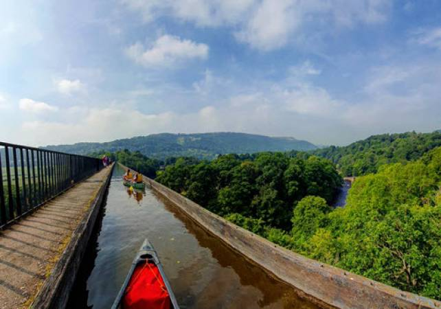 Aqueduct Trip in Llangollen Canal North Wales 1.5hrs in Canoe or Kayak Image 1