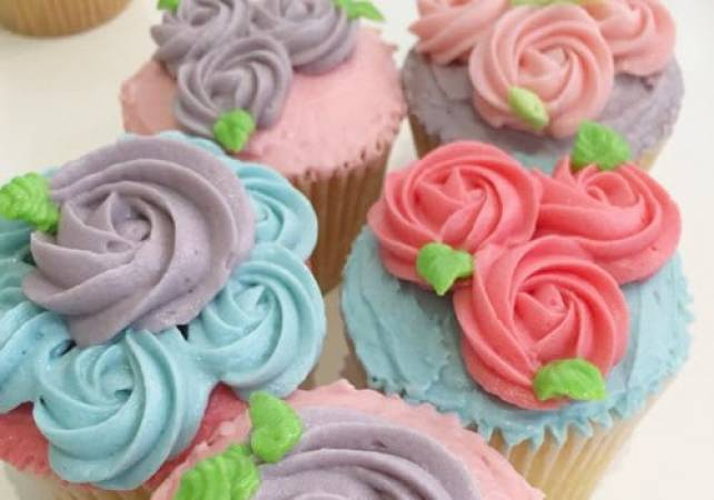 Cupcake decorating class for Semi Pros London Pall Mall Image 5