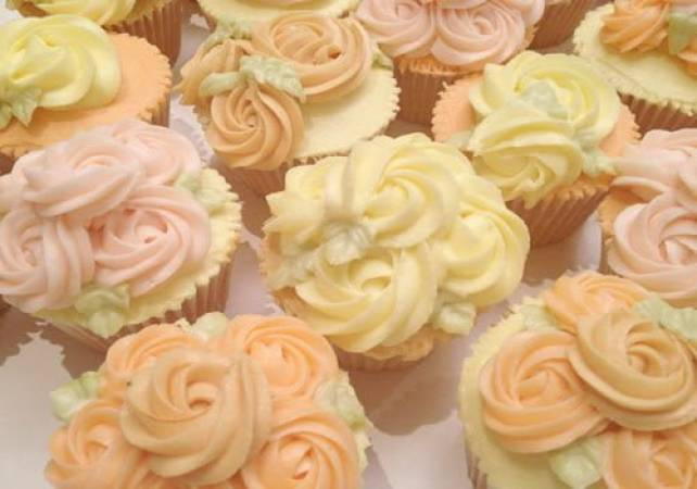Cupcake decorating class for Semi Pros London Pall Mall Image 6