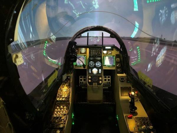 Fighter Pilot experience flight simulator Falcon F-16 Yorkshire Image 2