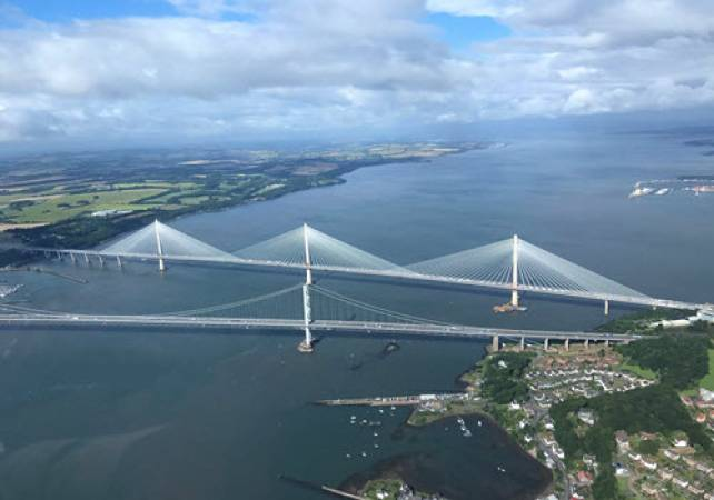 Private Helicopter Sightseeing Tour for 30 Mins Over Edinburgh Image 3