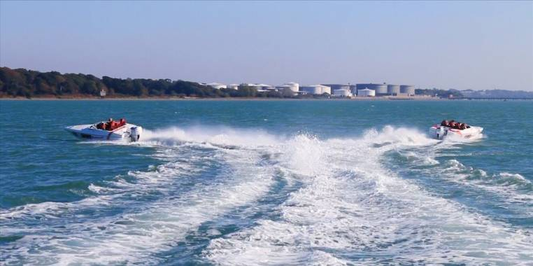 Powerboat Day Out Watersport Experience in Southampton 18yrs+ Image 4