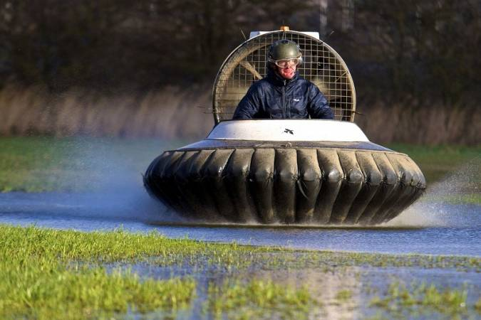 Hovercraft and Karting in Cheshire Fun Dual Driving experience 12 years+ Image 1