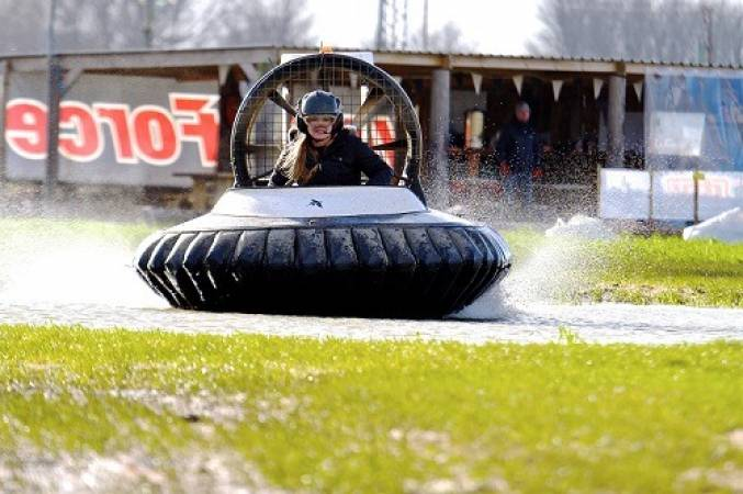 Hovercraft experience for beginners based in Cheshire Image 2
