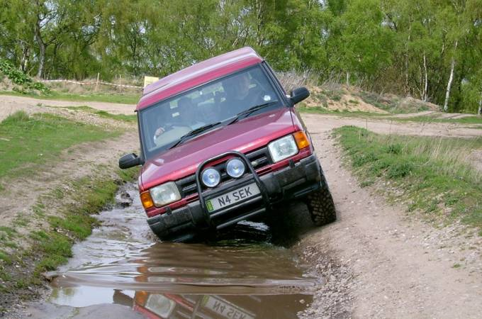 3 Hour 4x4 Off Road Driving Nottingham in Land Rover Discovery Image 5