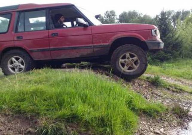 3 Hour 4x4 Off Road Driving Nottingham in Land Rover Discovery Image 6