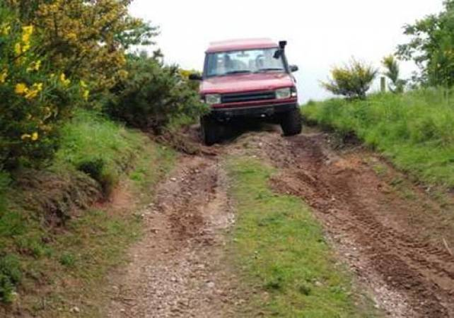 3 Hour 4x4 Off Road Driving Nottingham in Land Rover Discovery Image 3