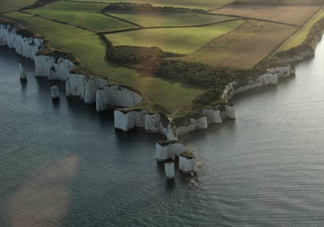 1 Hr Private Sightseeing Flight For 2 in Midlands - LGE Image 2