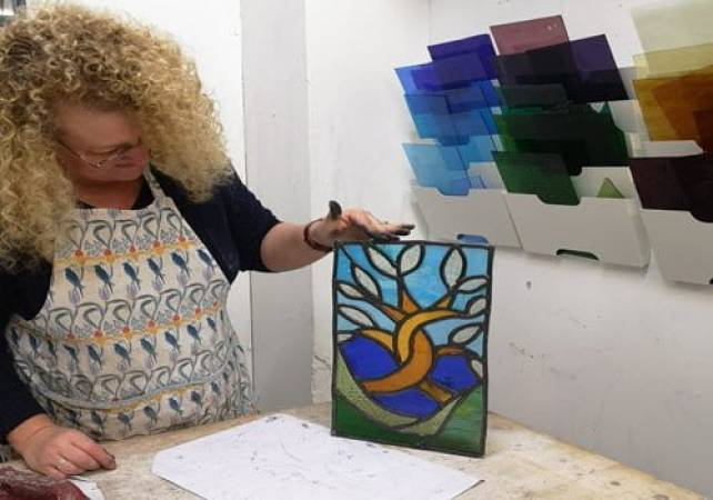 Stained glass workshop for beginners in Brixton, London Image 2