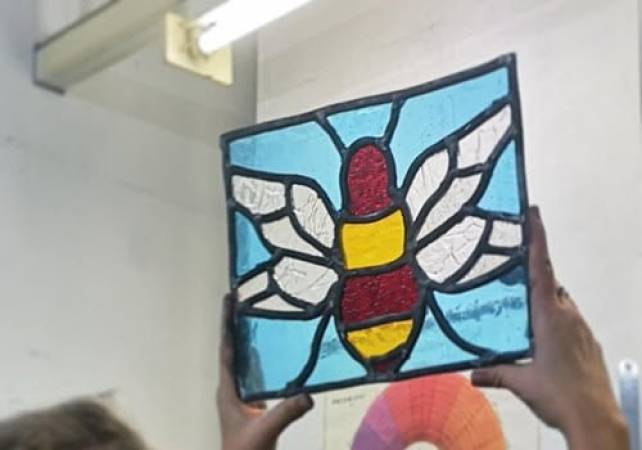 Stained glass workshop for beginners in Brixton, London Image 4