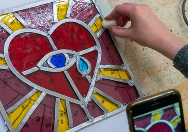 Stained glass workshop for beginners in Brixton, London Image 6