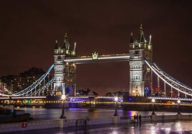 London Night Photography Private Tuition for 16 years+ Image 1
