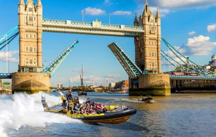 40 Minute Ultimate Tower Rib Blast on the River Thames, London Image 1