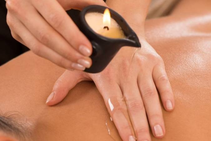 Candle Massage at Relax  - Giffts for HIm and Gifts For Her Image 1
