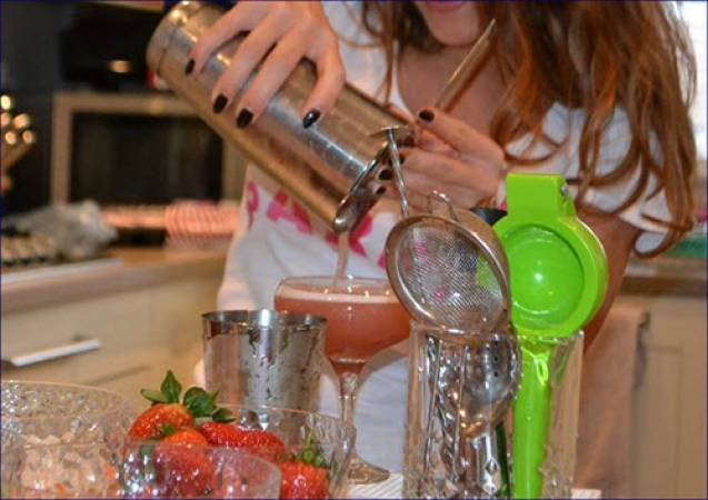 Cocktail Masterclasses For Groups Beds | Herts | Bucks Image 5