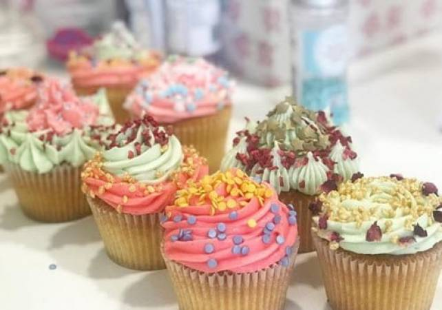 Cupcake decorating class for Semi Pros London Pall Mall Image 1