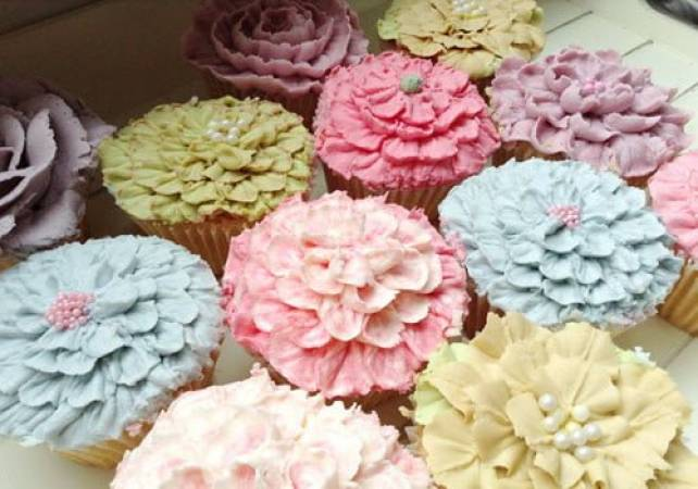 Professional Cupcake Decorating Class Pall Mall London Image 5