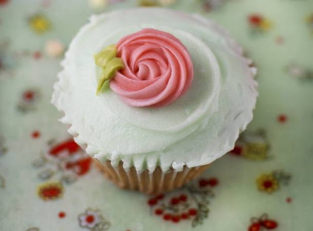Professional Cupcake Decorating Class Pall Mall London Image 3