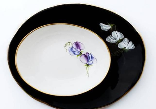 Fine porcelain painting workshop in London hand paint your own plate Image 4