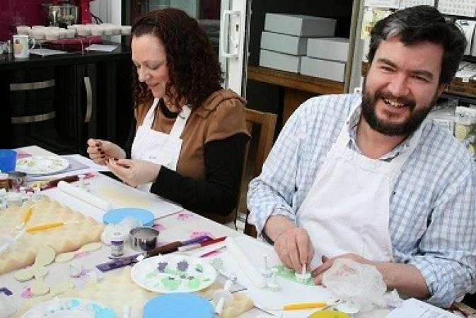 Cake Decorating Classes For Beginners Essex for 14 Years+ Image 2