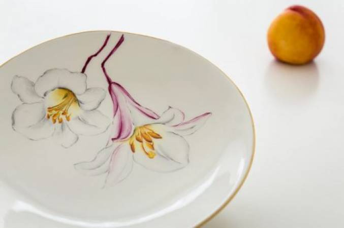 Fine porcelain painting workshop in London hand paint your own plate Image 2
