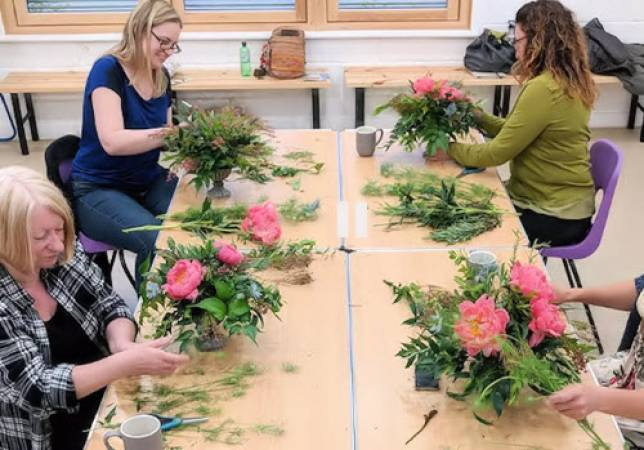 Summer Flower Arranging Classes near Northamptonshire Image 3