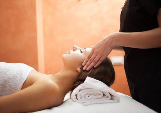 Aromatherapy Massage at Relax  - Gifts for Her & Gifts for Him Image 3