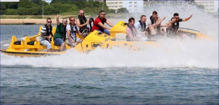 Powerboat Day Out Watersport Experience in Southampton 18yrs+ Image 3