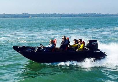 Powerboat Day Out Watersport Experience in Southampton 18yrs+ Image
