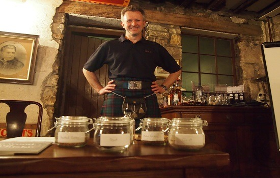 Edinburgh Old Town Walking Whisky Tour & Tasting Gallery Image